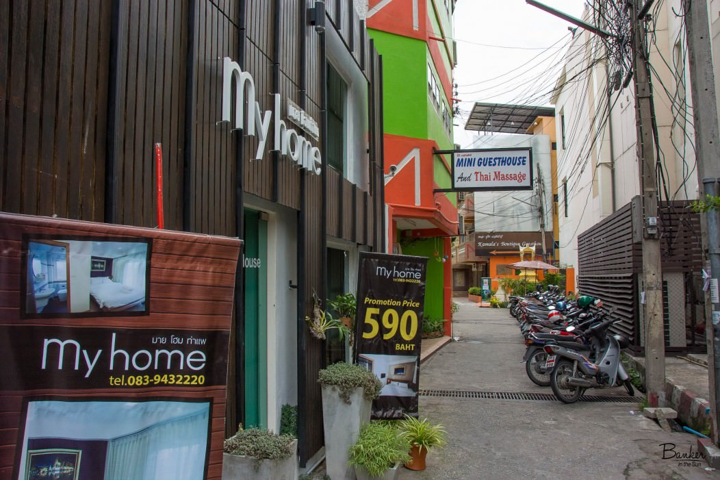 The alley in Chiang Mai where you can find Mini Guesthouse budget hostel.