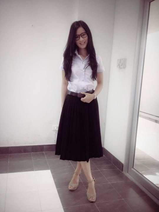 A univeristy student in Thailand wearing a long skirt and loose blouse.