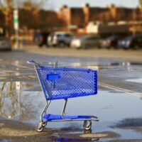 Common dropshipping mistakes and errors lead to an empty shopping cart, pictured here, in a deserted parking lot.