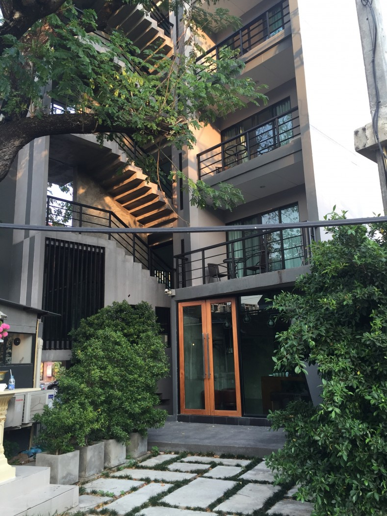 "The outside of the beautiful condo ""The Mirror"" on Sirimangkalajarn near Nimmanhaemin Road in Chiang Mai, Thailand."